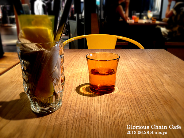 Glorious Chain Cafe 店内01