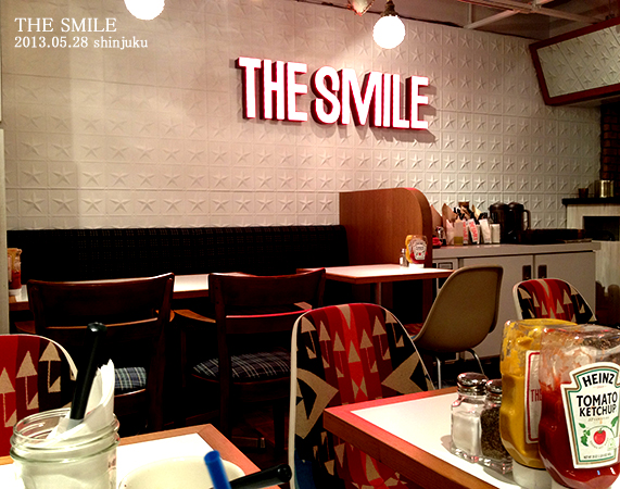 THE SMILE 店内01